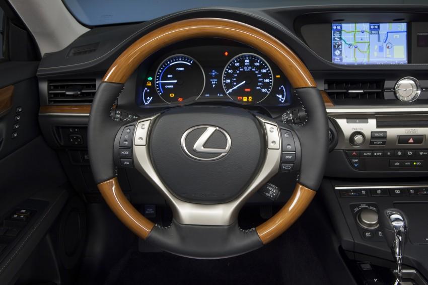 Lexus ES sheds dowdy image, follows the GS' lead Image #122488
