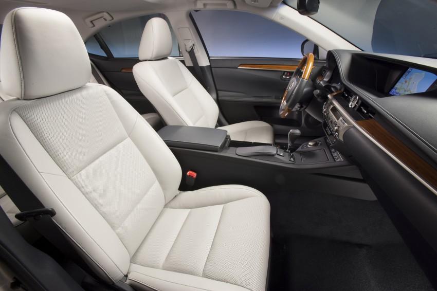 Lexus ES sheds dowdy image, follows the GS' lead Image #122493