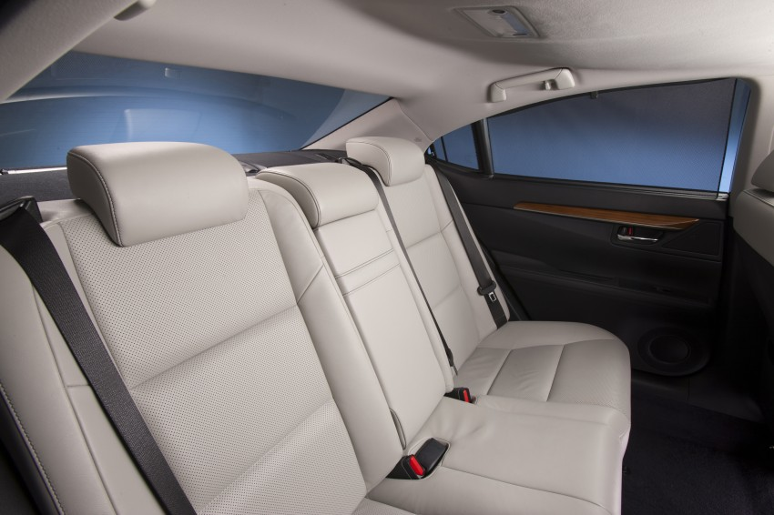Lexus ES sheds dowdy image, follows the GS' lead Image #122492