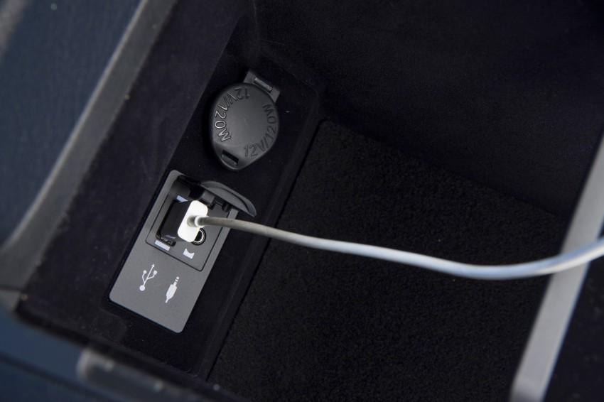 Lexus ES sheds dowdy image, follows the GS' lead Image #122487
