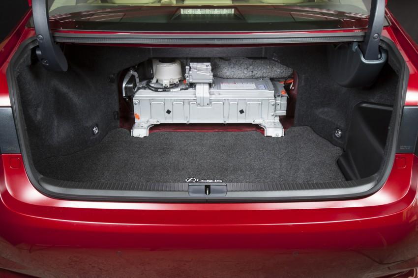 Lexus ES sheds dowdy image, follows the GS' lead Image #122477