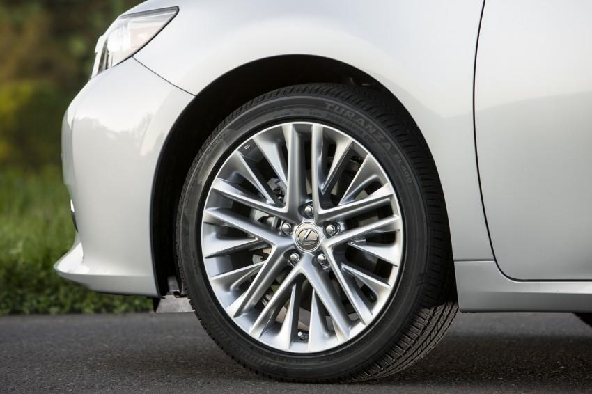Lexus ES sheds dowdy image, follows the GS' lead Image #122470