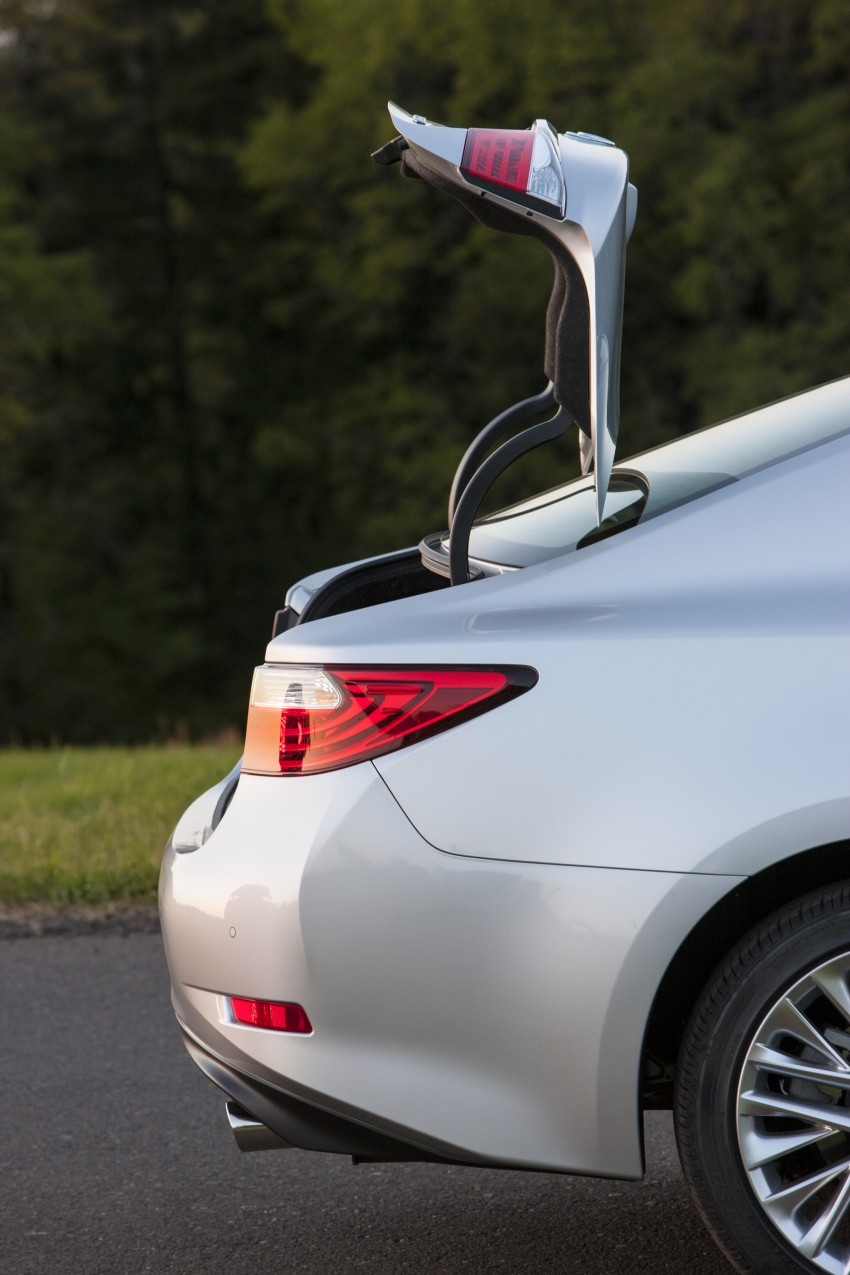 Lexus ES sheds dowdy image, follows the GS' lead Image #122467
