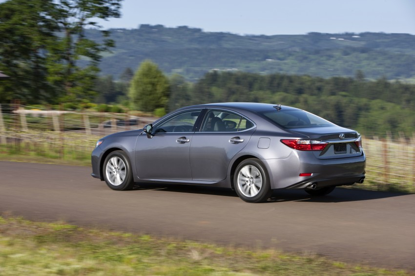 Lexus ES sheds dowdy image, follows the GS' lead Image #122462