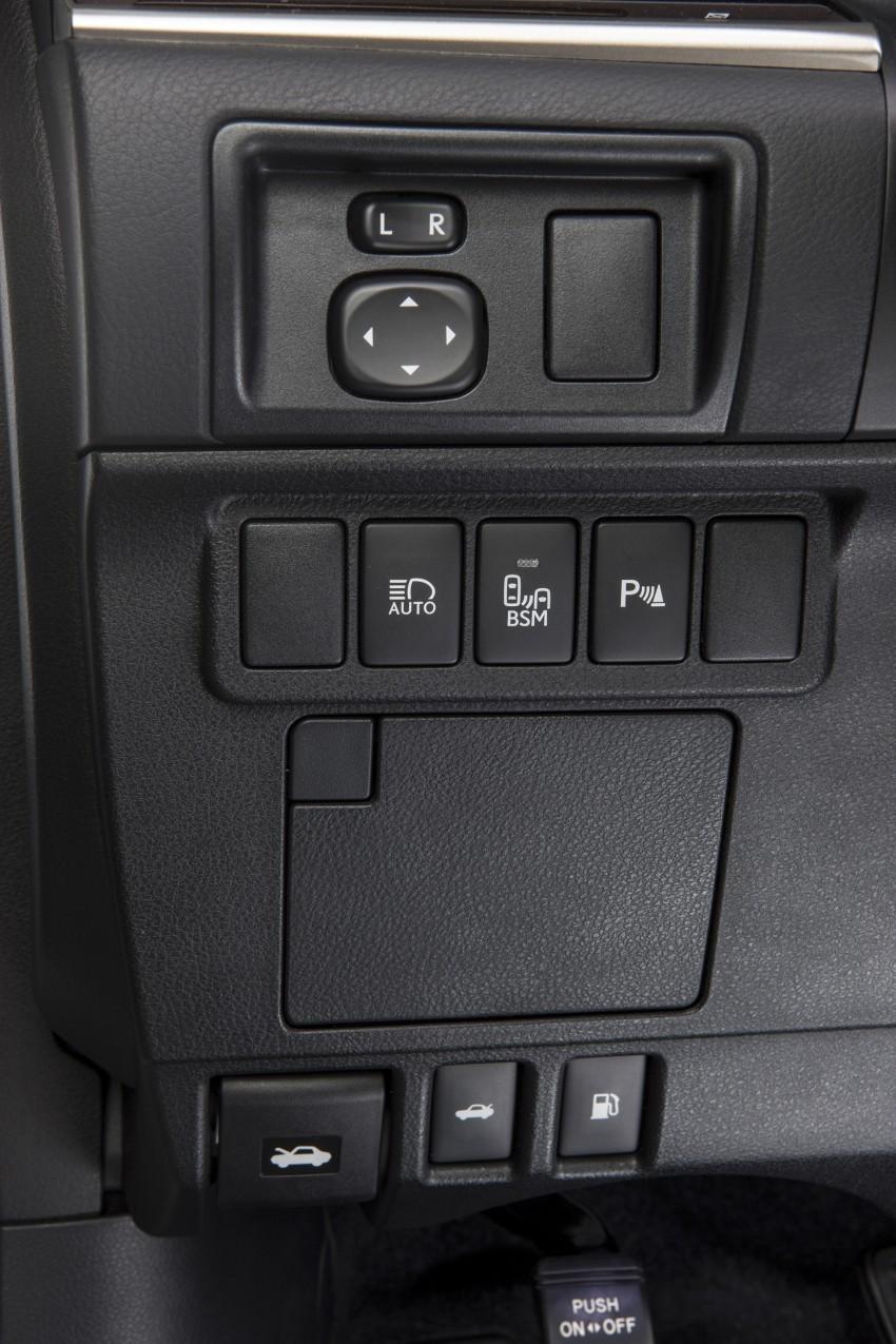 Lexus ES sheds dowdy image, follows the GS' lead Image #122456