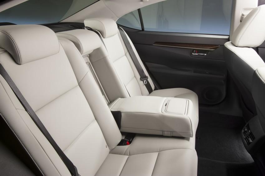 Lexus ES sheds dowdy image, follows the GS' lead Image #122455