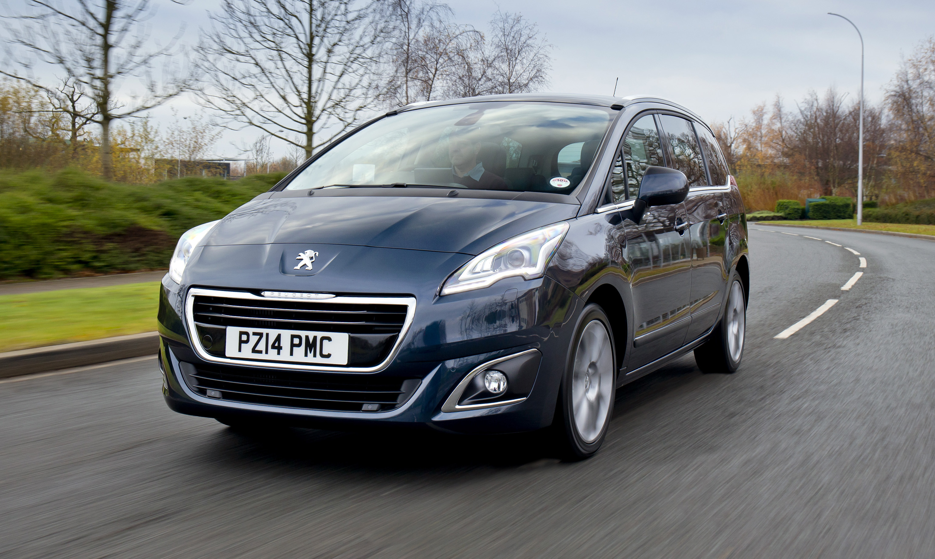 peugeot 5008 facelift   new photos and details