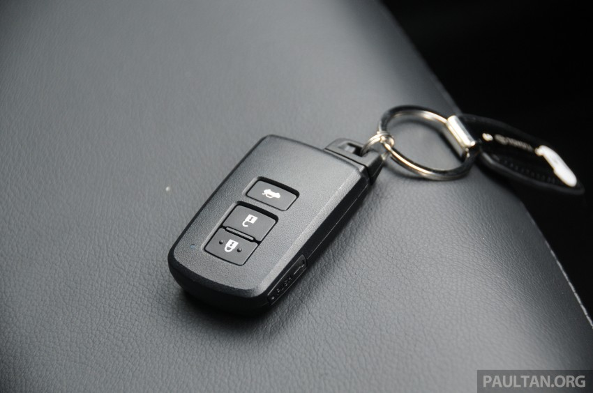 DRIVEN: 2014 Toyota Corolla Altis 2.0V on local roads Image #222535