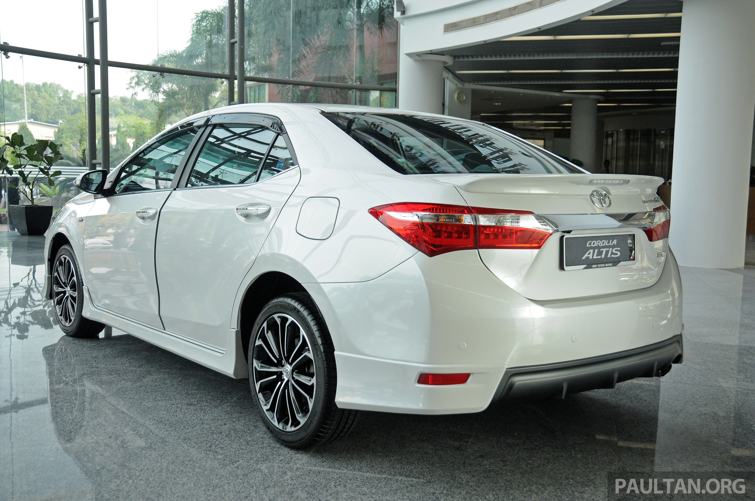 Gallery 2014 toyota corolla altis preview pics image 222294
