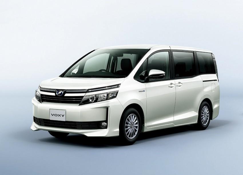 2014 Toyota Noah and Voxy – 1.8L hybrid, 23.8 km/l Image #223729