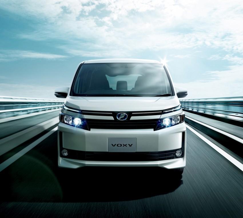 2014 Toyota Noah and Voxy – 1.8L hybrid, 23.8 km/l Image #223740