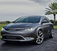 2015_Chrysler_200_02