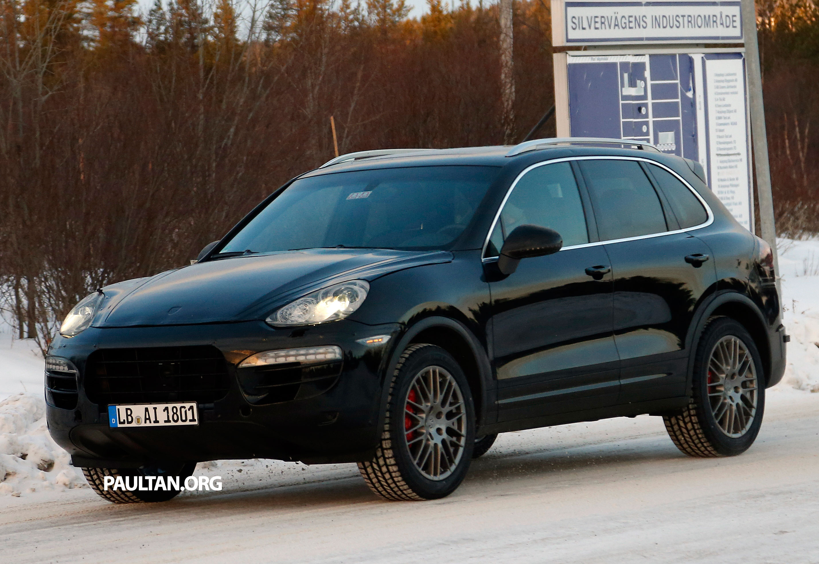 spyshots porsche cayenne facelift sighted on test. Black Bedroom Furniture Sets. Home Design Ideas