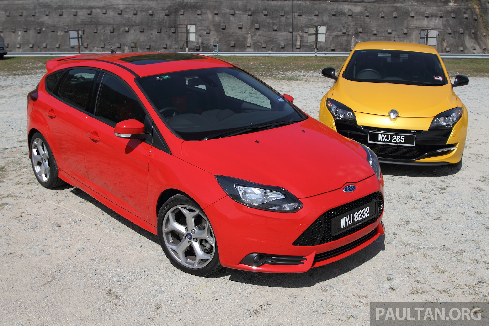 Back to Story: DRIVEN: Ford Focus ST vs Renault Megane RS 265
