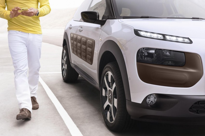 Citroen C4 Cactus unveiled with roof-mounted airbag Image #226855