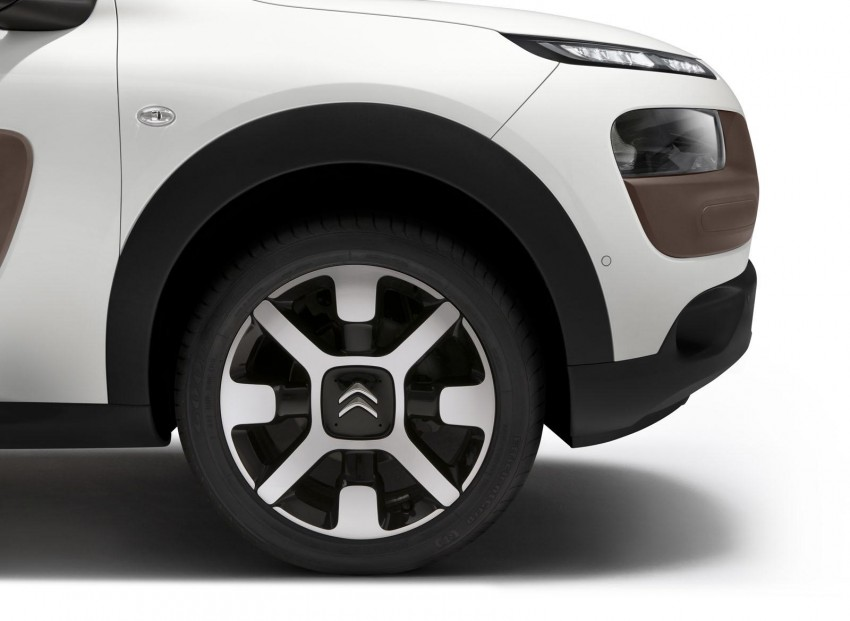 Citroen C4 Cactus unveiled with roof-mounted airbag Image #226856