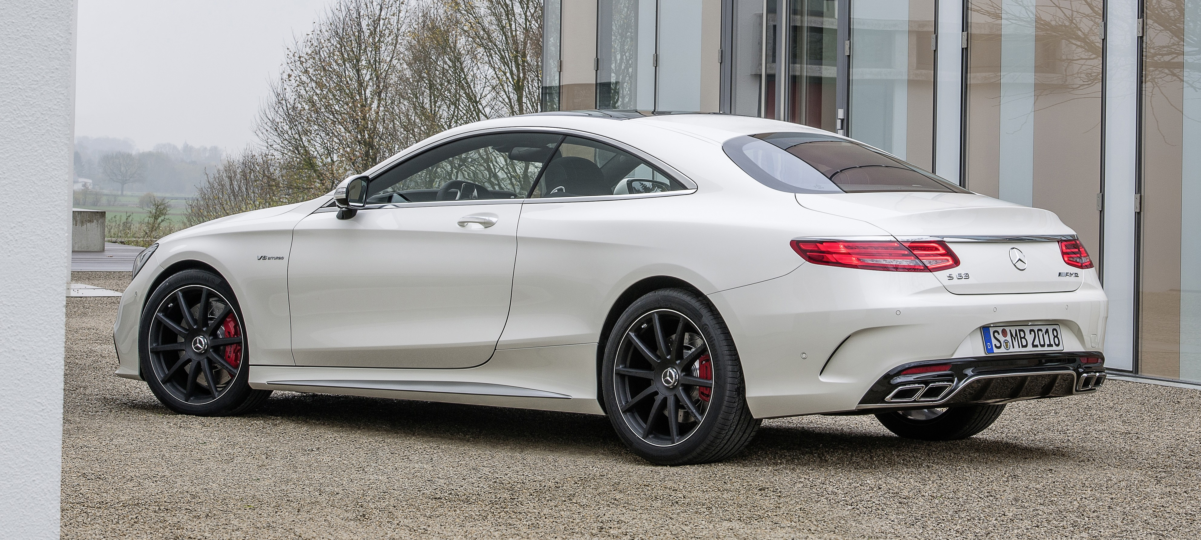 Mercedes benz s 63 amg coupe sleek 585 hp bruiser image for Mercedes benz s 63 amg