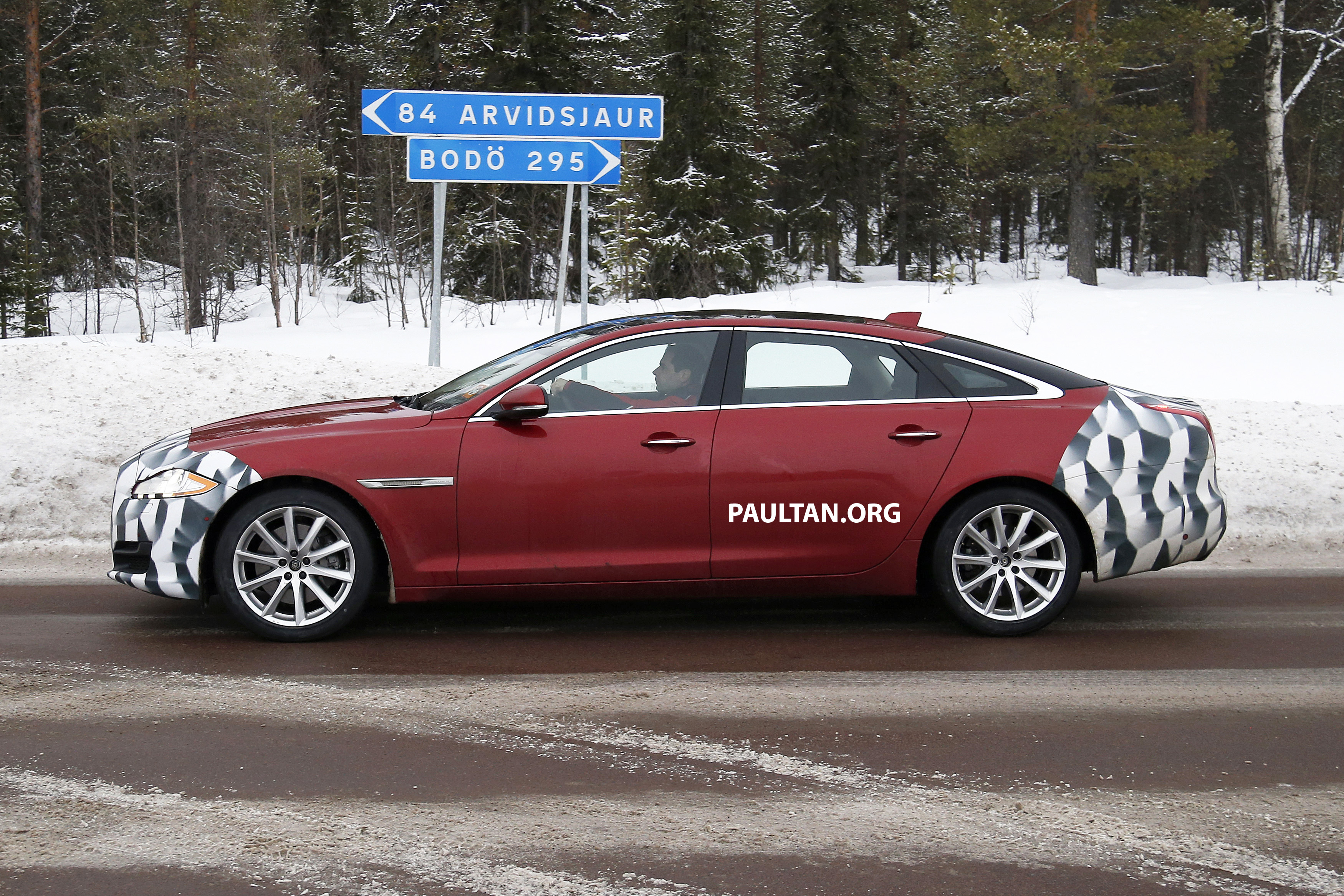 Jaguar 2018 Xj >> SPIED: 2015 Jaguar XJ facelift gets minor makeover Image 235706