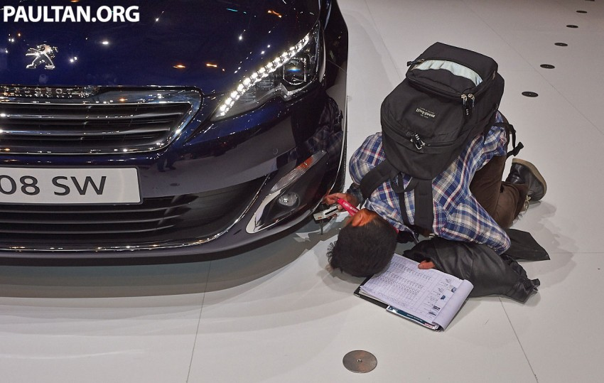 Automakers do 'market research'  at motorshows Image #232858