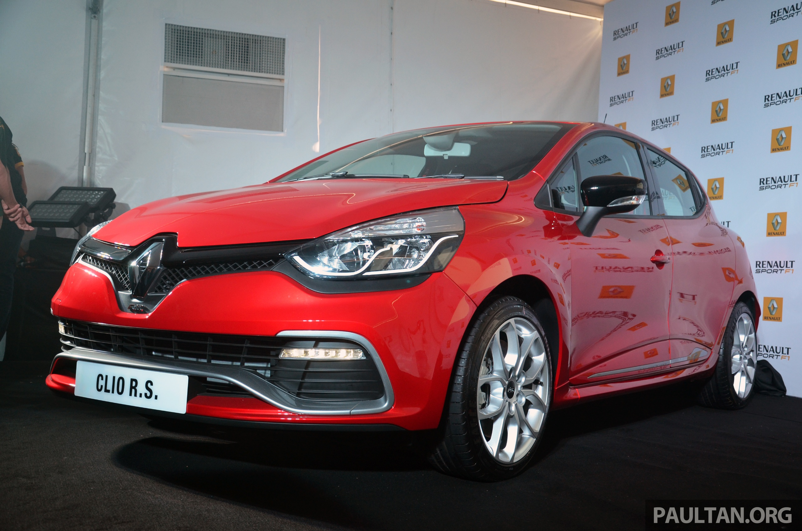 renault clio rs 200 edc launch. Black Bedroom Furniture Sets. Home Design Ideas