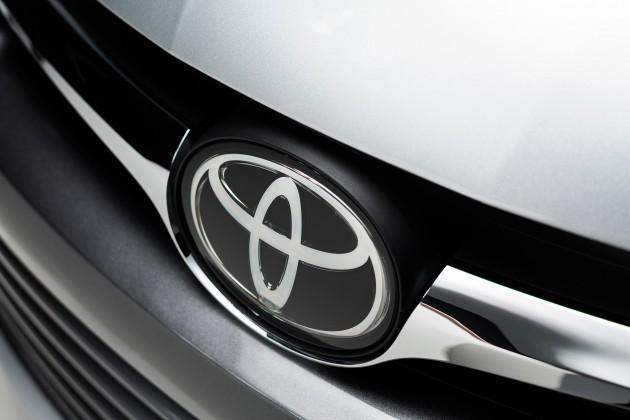 2015_Toyota_Camry_038