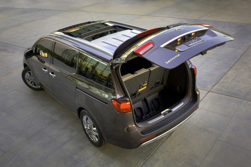 2015 Kia Carnival / Sedona breaks cover in New York Image #241159