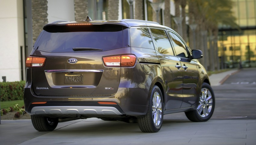2015 Kia Carnival / Sedona breaks cover in New York Image #241158