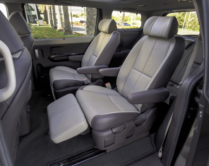 2015 Kia Carnival / Sedona breaks cover in New York Image #241154