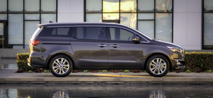 2015 Kia Carnival / Sedona breaks cover in New York Image #241162