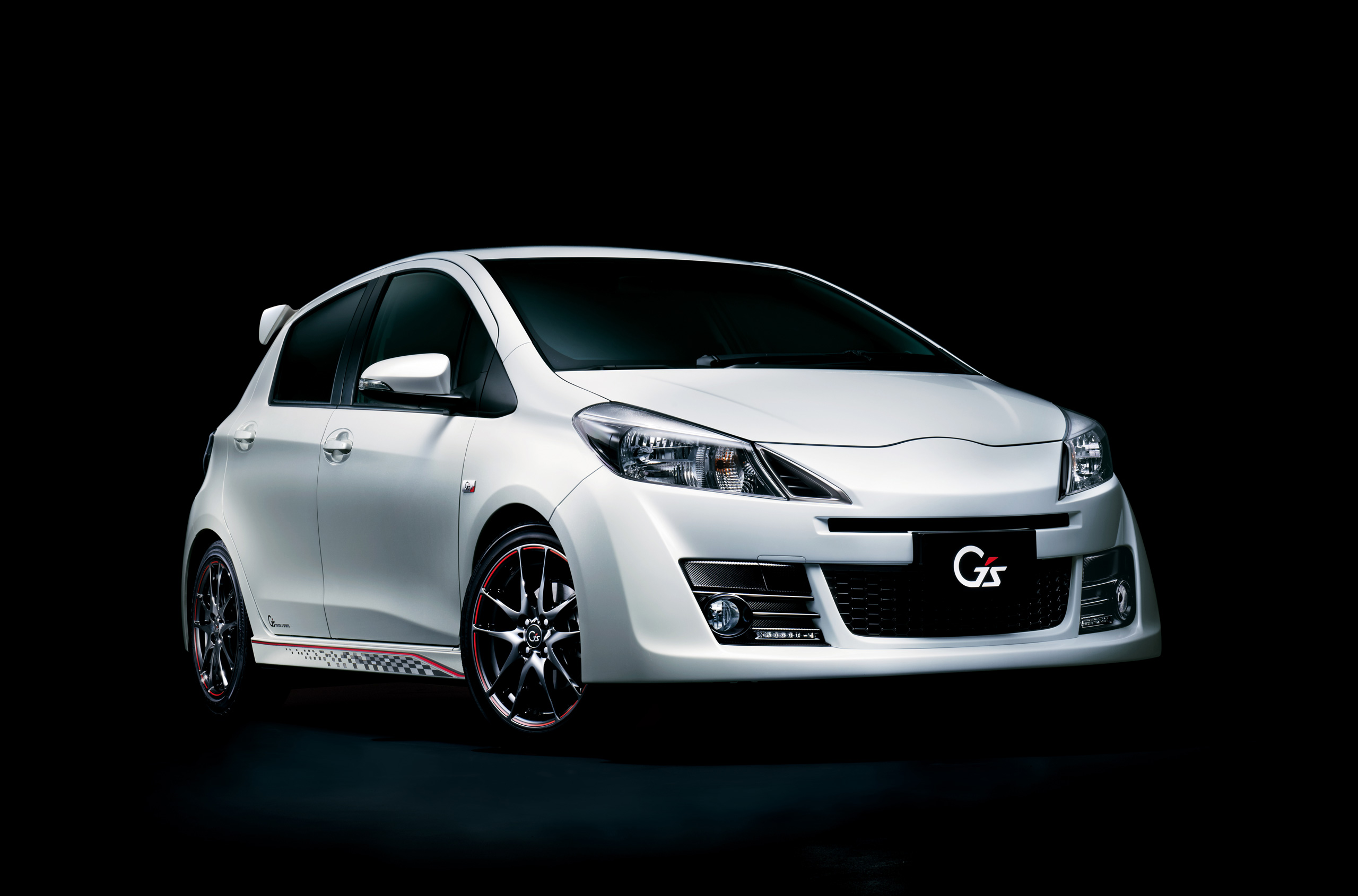 Toyota Yaris And Jdm Vitz Facelifted To Match The Aygo