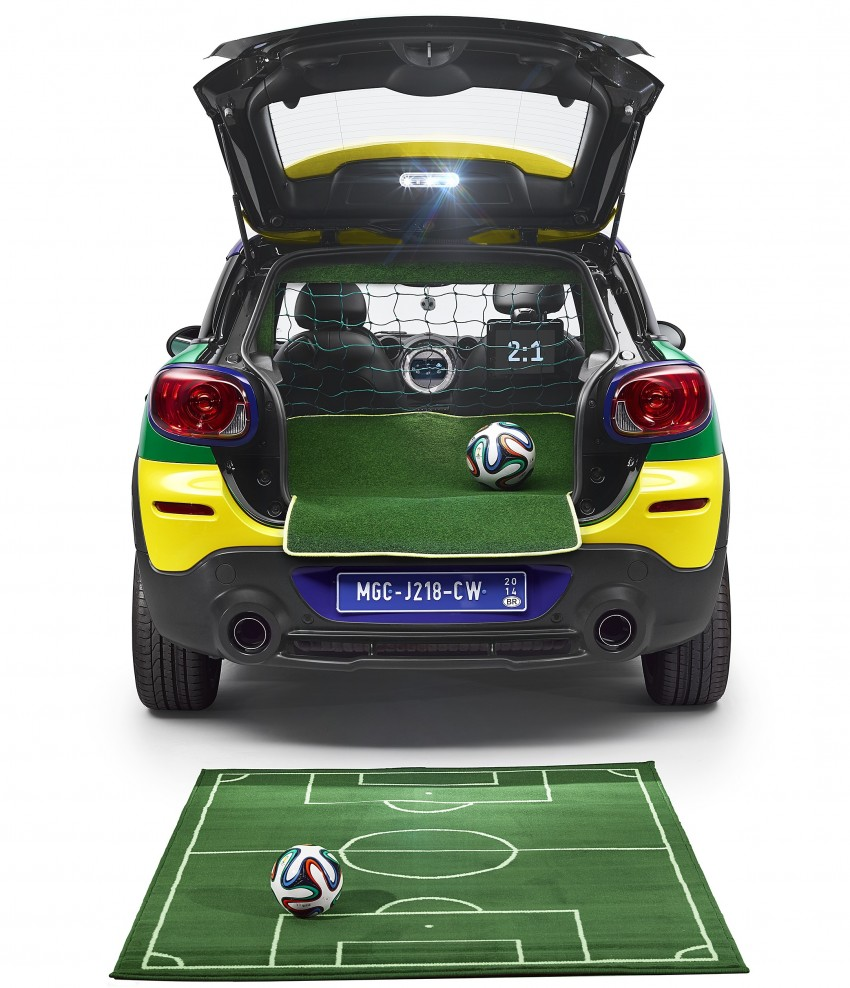 MINI Paceman GoalCooper – score big with this one Image #238664