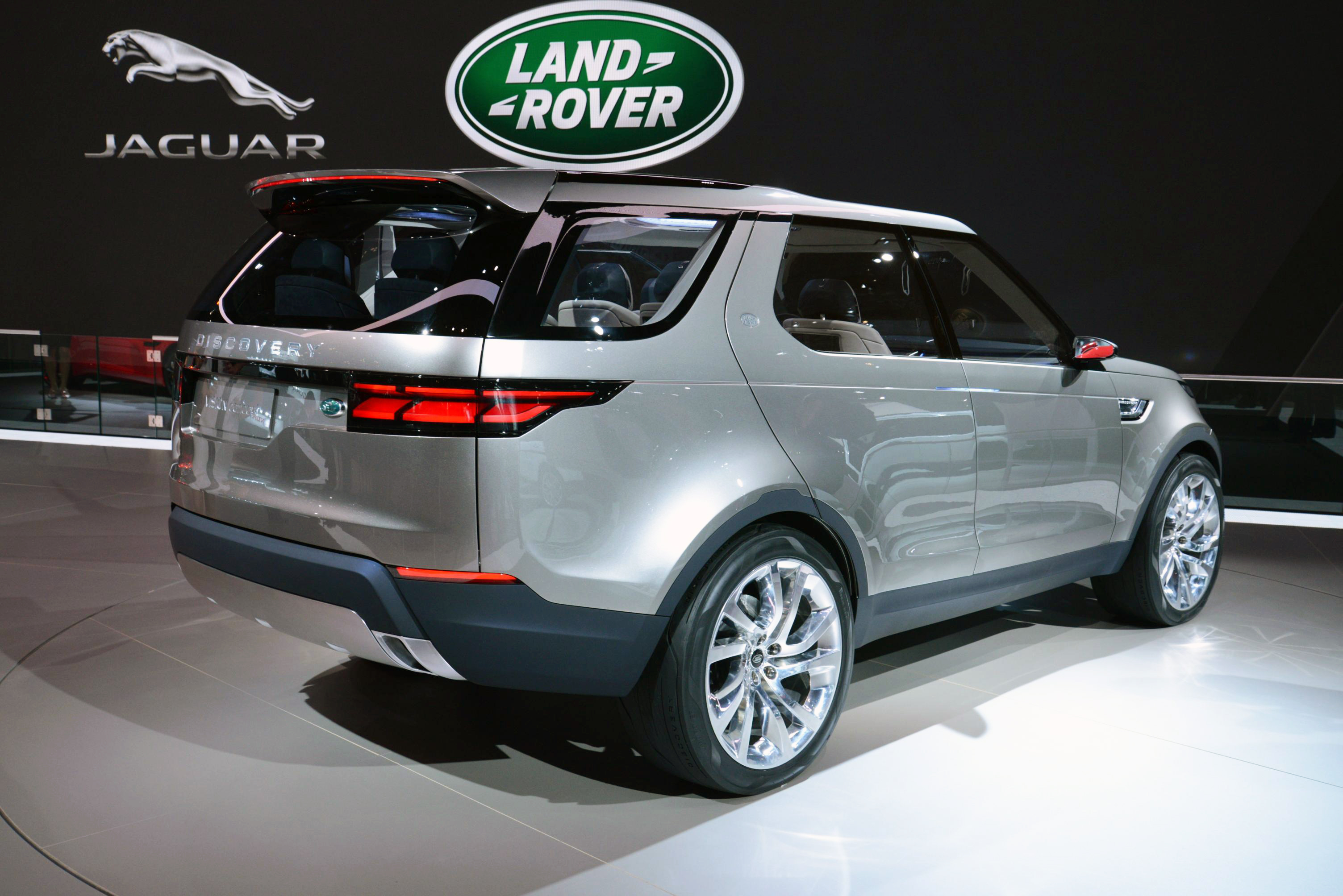 land rover discovery sport officially announced due 2015. Black Bedroom Furniture Sets. Home Design Ideas