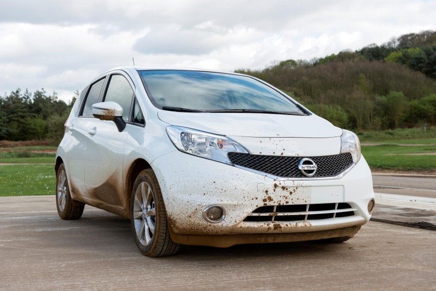 Nissan develops a prototype car that can clean itself! Image #244252