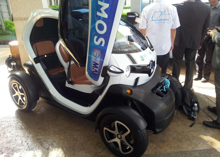 Renault Zoe and Renault Twizy with COMOS decals Image #246211