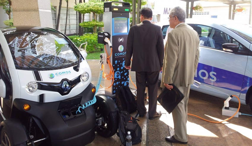 Renault Zoe and Renault Twizy with COMOS decals Image #246212