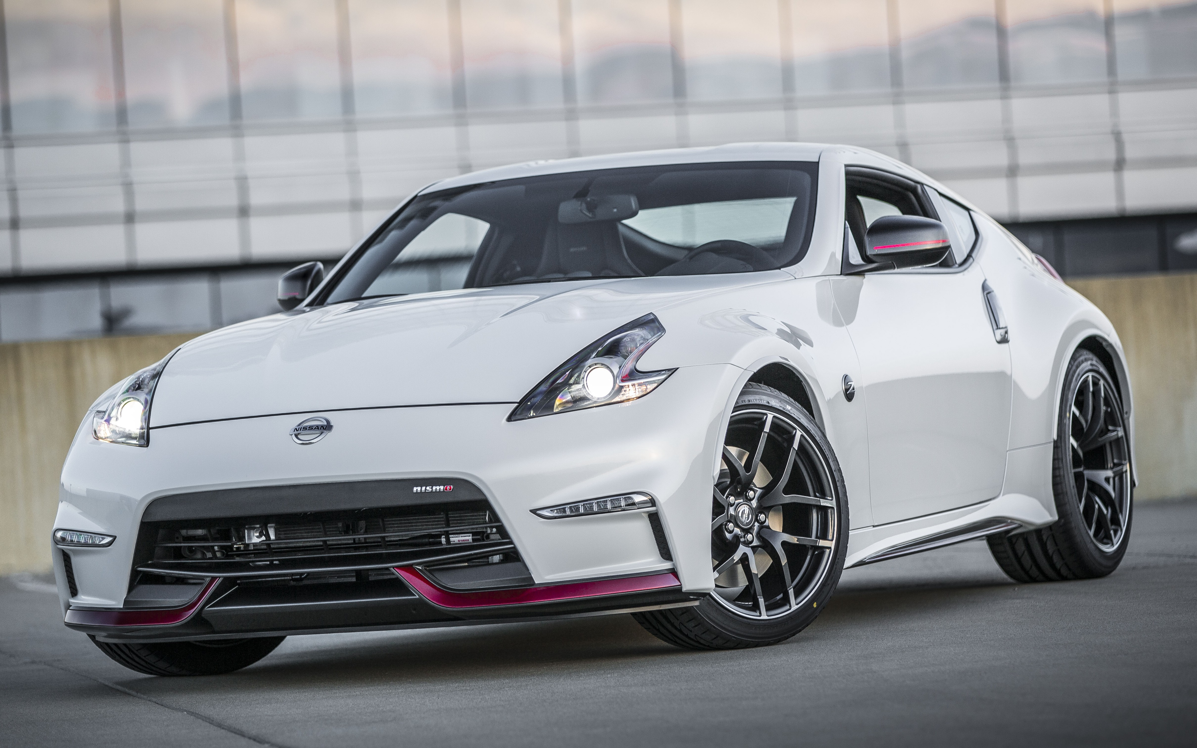 2015 nissan 370z nismo new looks 7 speed auto. Black Bedroom Furniture Sets. Home Design Ideas