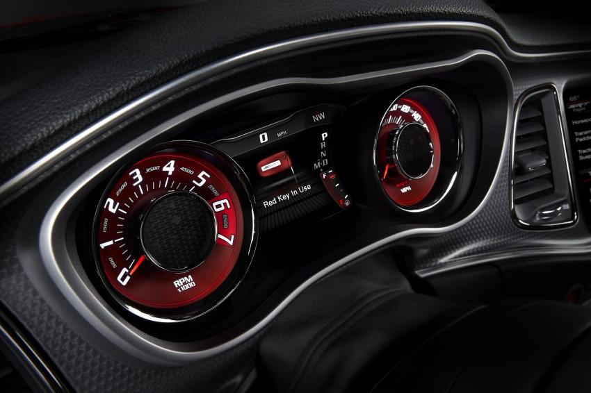 Dodge Challenger SRT – new 6.2 V8 mill with 707 hp Image #248589