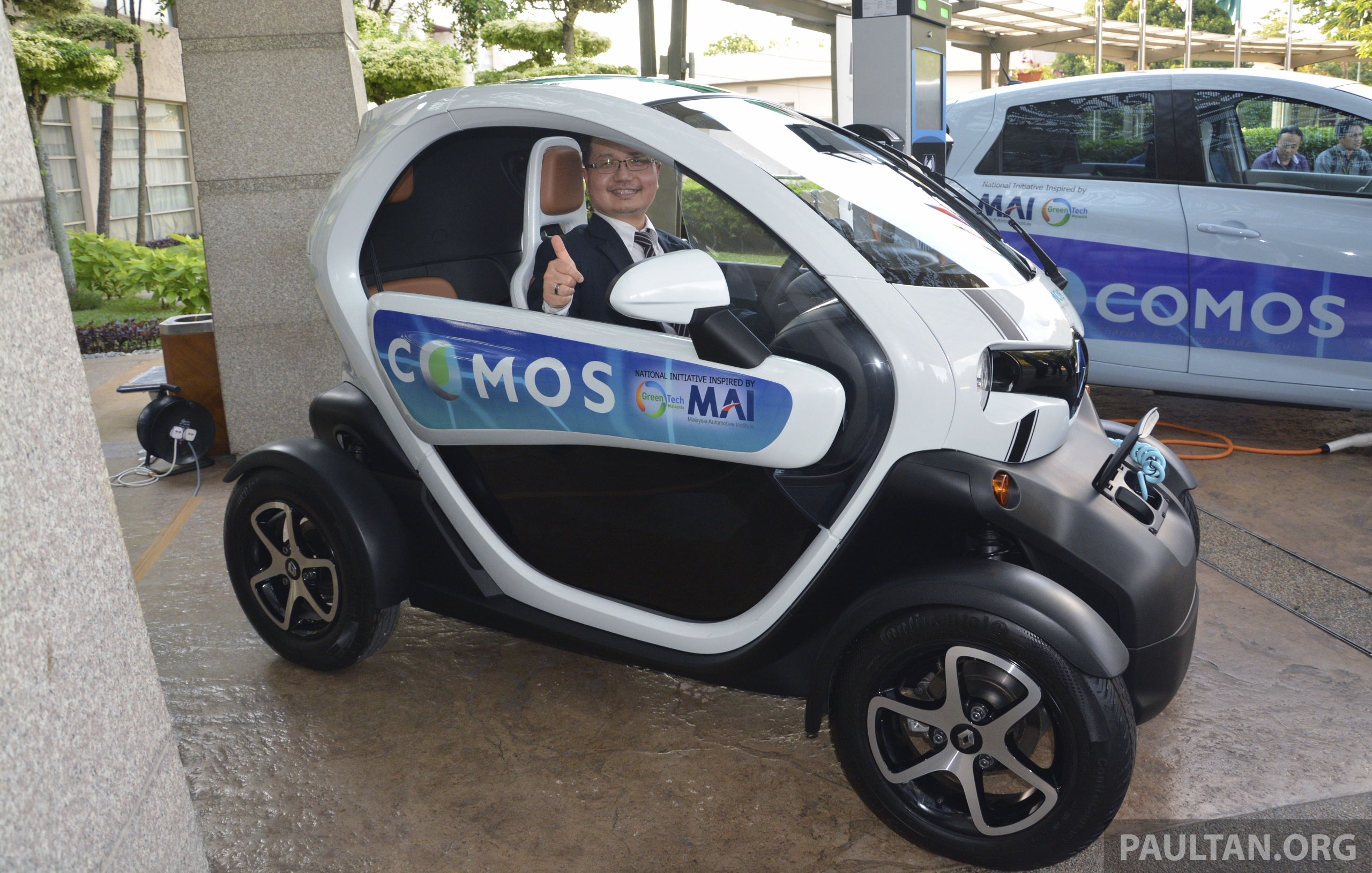 renault twizy a two seater electric car for rm75k. Black Bedroom Furniture Sets. Home Design Ideas