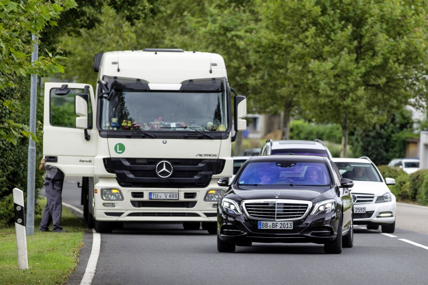 Mercedes-Benz S 500 Intelligent Drive can drive itself Image #251157