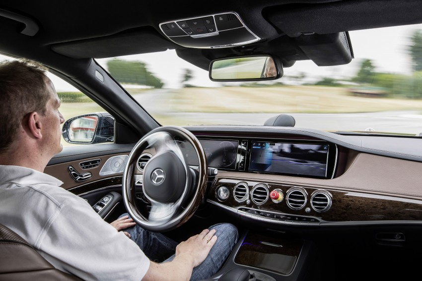 Mercedes-Benz S 500 Intelligent Drive can drive itself Image #251158