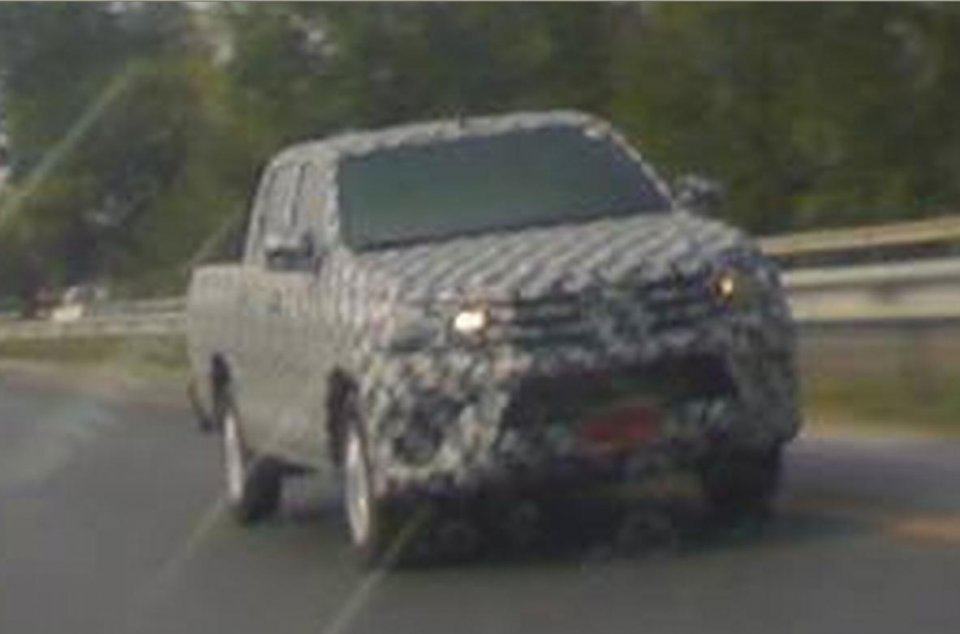 2015 Toyota Hilux sighted testing in Thailand!