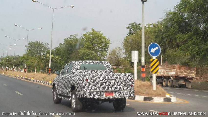 2015 Toyota Hilux sighted testing in Thailand! Image #252465