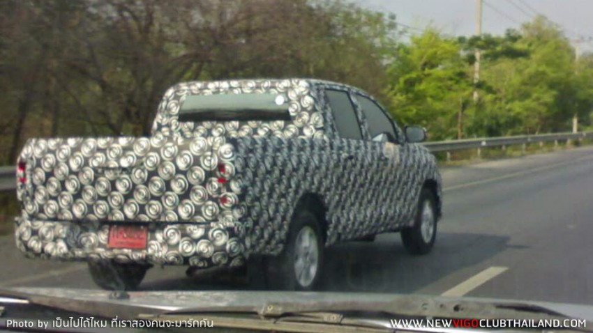 2015 Toyota Hilux sighted testing in Thailand! Image #252466