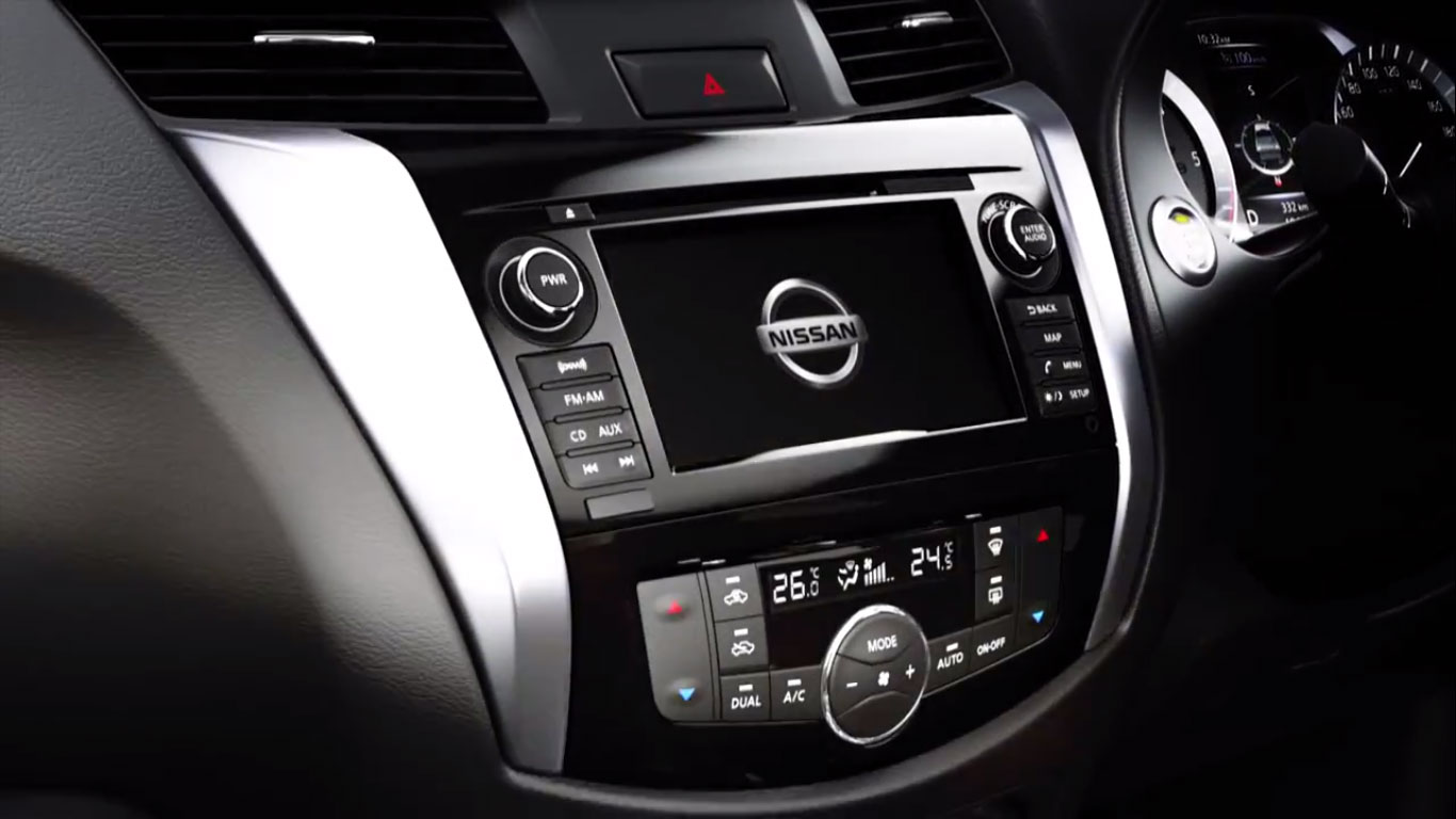 Nissan Navara D23 - a first look at the interior