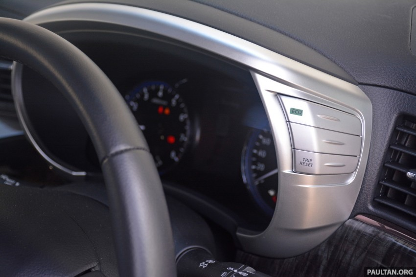 DRIVEN: 2014 Nissan Elgrand tested from every seat Image #255532