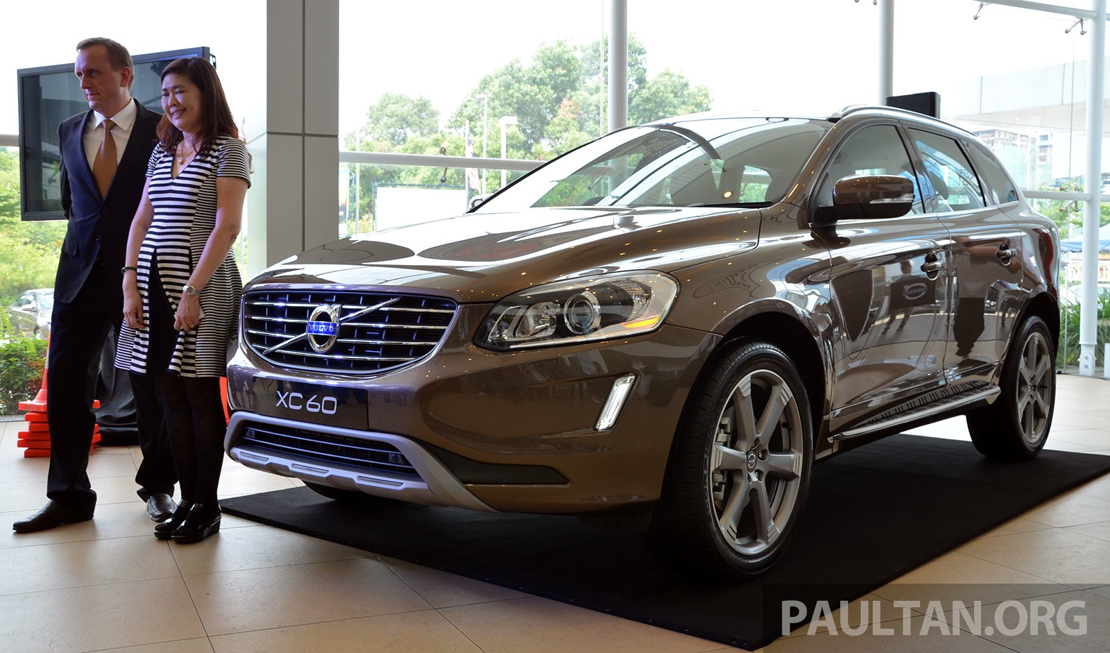 volvo xc60 t5 facelift launched drive e rm289k. Black Bedroom Furniture Sets. Home Design Ideas