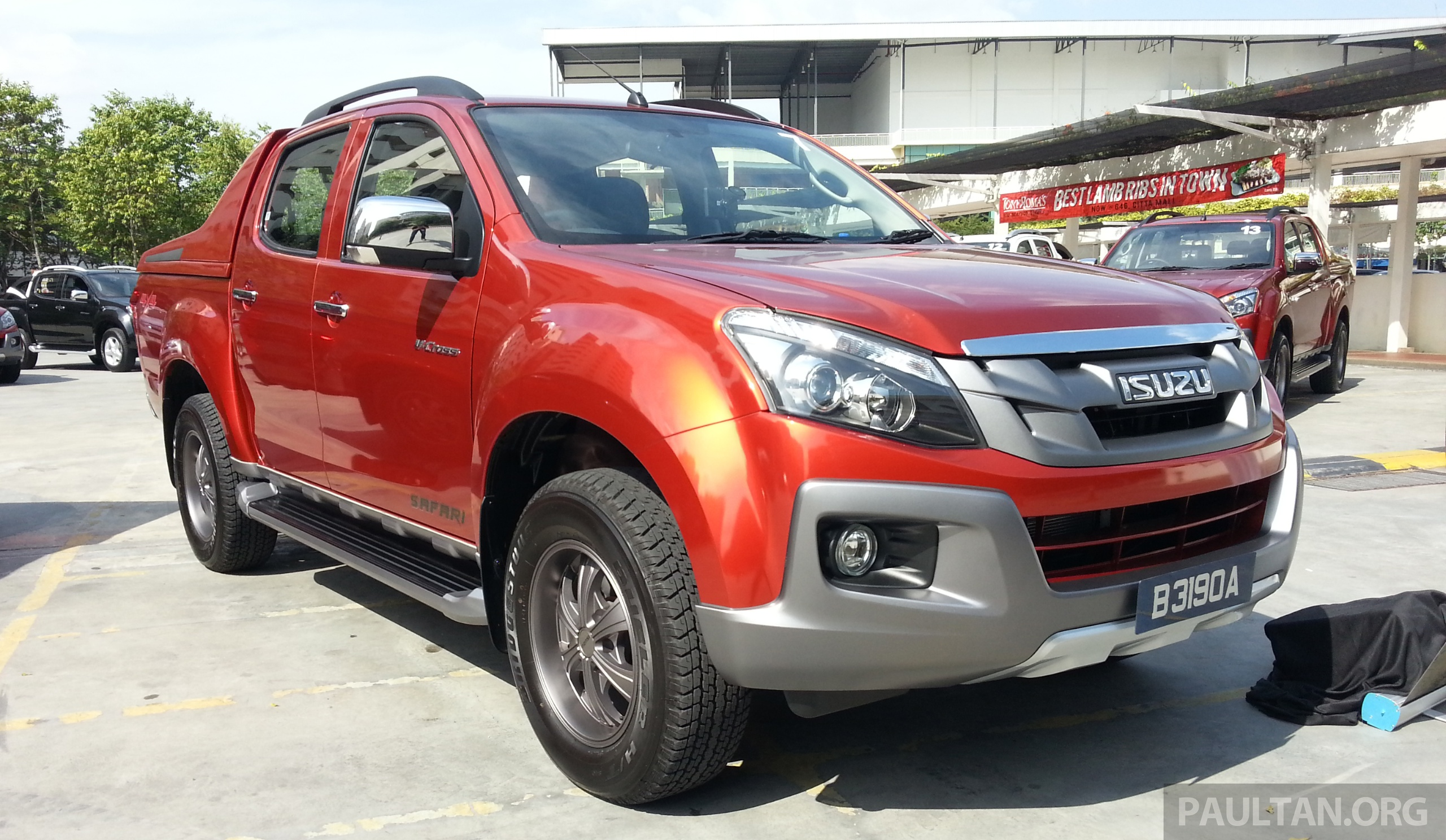 isuzu d max v cross 3 0l introduced rm101k 118k. Black Bedroom Furniture Sets. Home Design Ideas