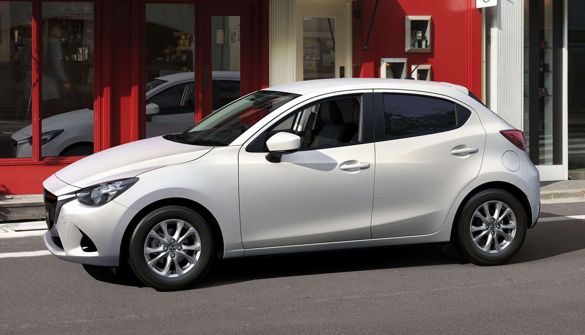 2015 mazda 2 breaks cover, very hazumi-like! image 259327