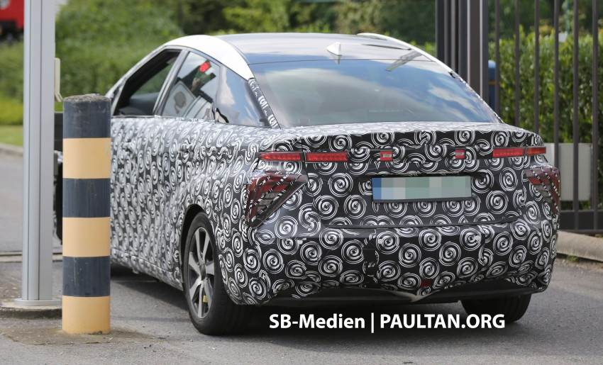 SPIED: 2015 Toyota Mirai hydrogen fuel cell 'future car' keeps Toyota FCV Concept's styling Image #264833
