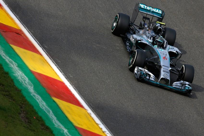 Rosberg intentionally crashed into me, says Hamilton Image #265557